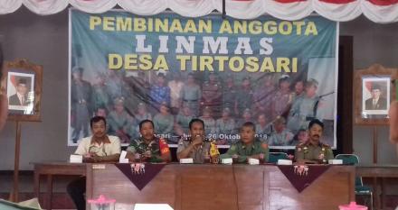 Pembinaan Anggota LINMAS (Perlindungan Masyarakat) Desa Tirtosari